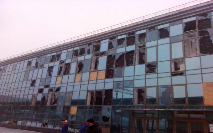 """Досягнення """"руського миру"""": мережу шокували фото зруйнованого вокзалу в Донецьку"""