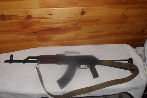 Под Одессой правоохранители изъяли оружие и наркотики (7 фото)