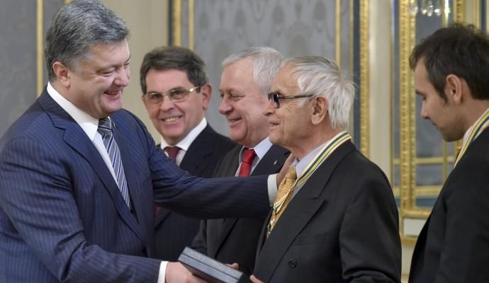 К Дню соборности президент наградил выдающихся украинцев