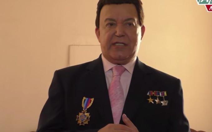 Кобзон на окупованому Донбасі похвалився українськими орденами: опубліковано відео