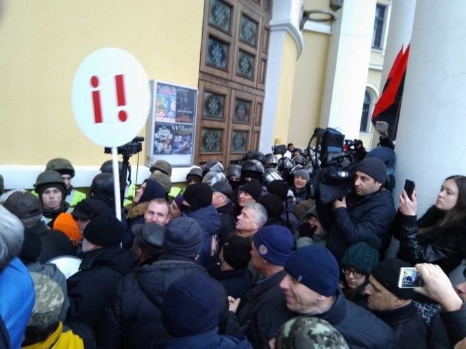 Соратники Саакашвілі штурмують Жовтневий палац у Києві: з'явилося відео