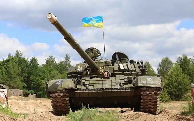 Турчинову показали гармати і танки Нацгвардії: опубліковано відео