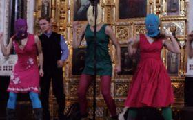 """Европейский суд обязал РФ выплатить компенсацию Pussy Riot за """"панк-молебен"""""""