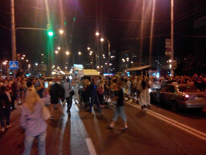 У Києві перекрили вулицю противники скандального будівництва: з'явилися фото і відео (1)