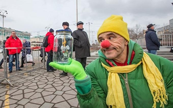 """Российский клоун предложил сторонникам """"Крымнаша"""" поплакать: опубликовано видео"""