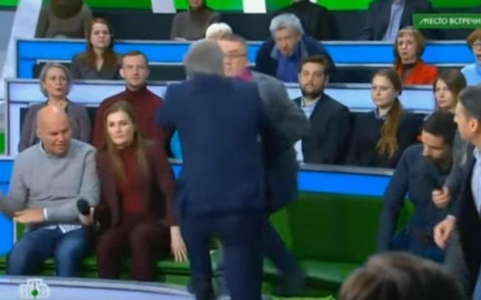 Пропагандист РФ напал на украинского политолога в прямом эфире: опубликовано видео