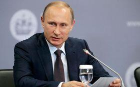 Путіну пронизливої піснею нагадали про загибель 118 його моряків: опубліковано відео