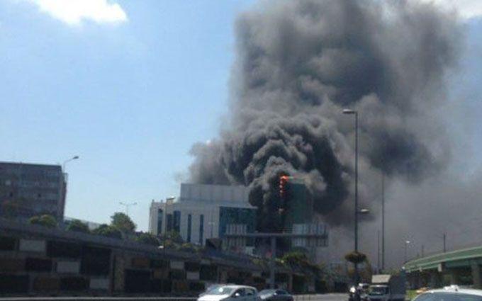 У Стамбулі розгорілася масштабна пожежа: з'явилися вражаючі фото і відео