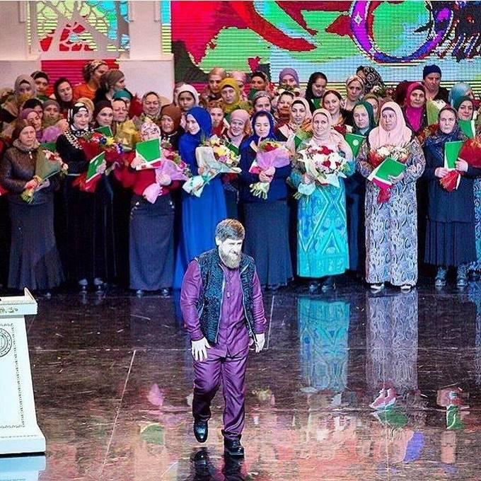 Соратник Путина удивил сеть фото с женщинами на 8 марта (1)