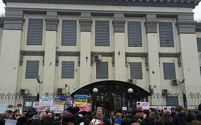 Посольство России в Киеве забросали яйцами и йодом: опубликовано фото