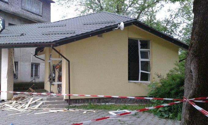 Вибухи у Львівській області: з'явилися перші фото (1)