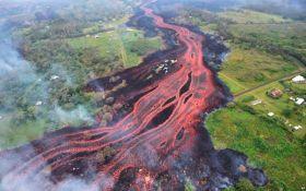 Лава вулкана на Гавайях движется к электростанции: опубликовано шокирующее видео
