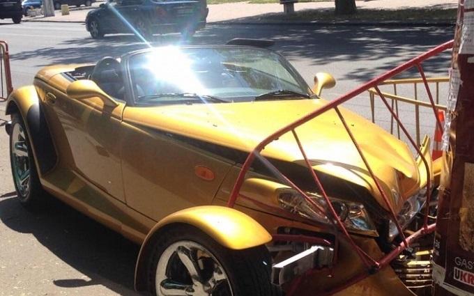 В Одесі шикарне авто розбилося об портрет Лободи: з'явилися фото ДТП