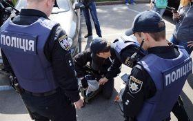 """Во Львове продавали наркотики под логотипом автомобильной компании """"TESLA"""": опубликованы фото"""
