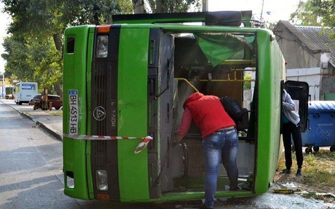 В Одесі перекинулася маршрутка, багато постраждалих: з'явилися фото і відео