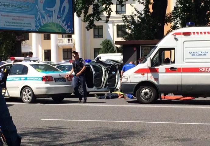 У Казахстані розгорілася стрілянина, вбито поліцейського: з'явилися фото і відео (1)