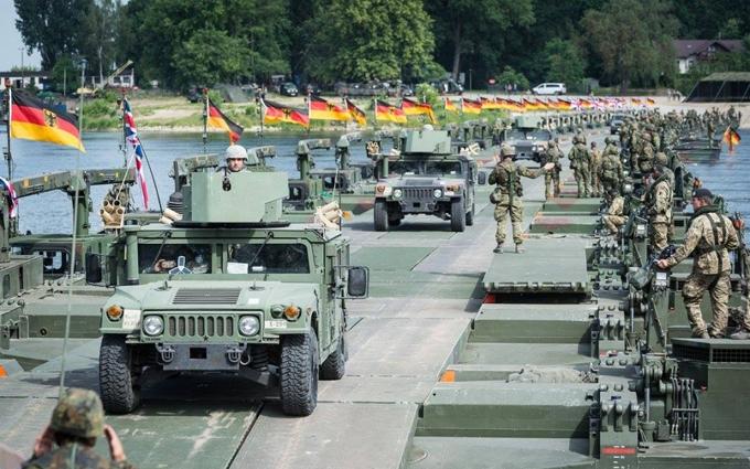 Війська НАТО показали, як можуть наступати: опубліковані яскраві фото