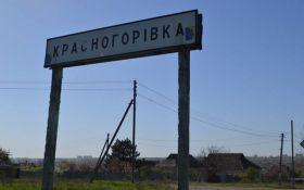 Боевики обстреливают Красногоровку, горит школа