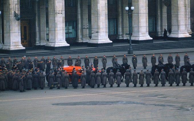 Сеть впечатлило уникальное видео с похорон Сталина, снятое для разведки США