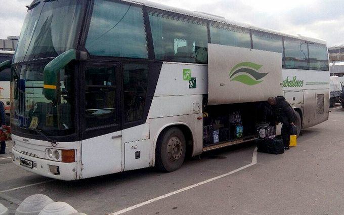 СБУ затримала автобуси, які незаконно перевозили жителів Донбасу в Україну