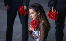 Скандальна співачка анонсувала новорічний виступ в Україні
