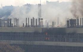 Масштабный пожар на заводе в Харькове: появились новые подробности, фото и видео