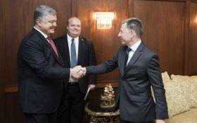 Порошенко обговорив з Волкером кроки по деокупації Донбасу