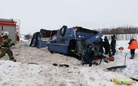 В России перевернулся автобус с детьми, погибли 7 человек: появилось жуткое видео с места аварии