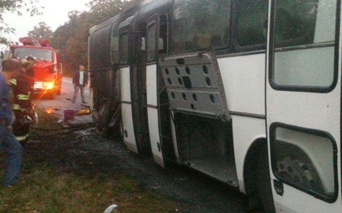 У Вінницькій області спалахнув автобус із десятками людей: з'явилися фото