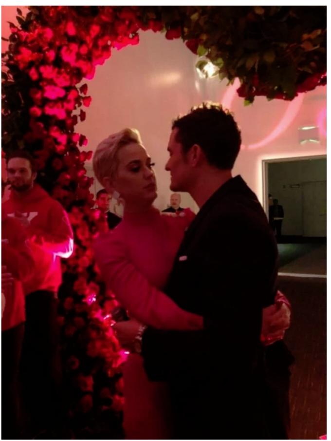 """""""Найкрасивіша голлівудська пара"""" нарешті заручилася - вражаючі фото (1)"""