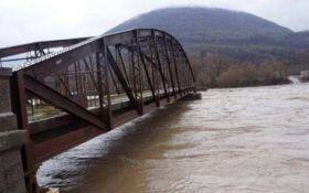 Потужні зливи в Молдові зупинили рух залізницею