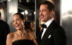 В Україні збирають підписи проти розлучення Джолі і Пітта
