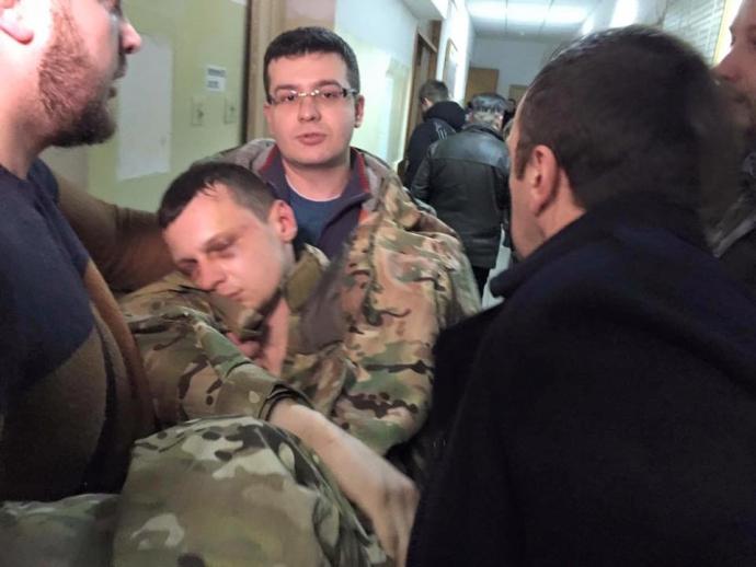 Лидер «Азова-Крым» потерял сознание на суде: опубликованы фото и видео (1)