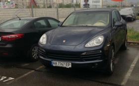 У Києві трапилися елітні автомобілі з однаковими номерами: опубліковано фото