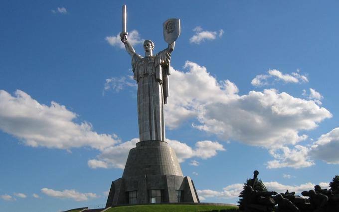 """Стало відомо, коли Батьківщина-Мати в Києві перестане бути """"радянською"""""""