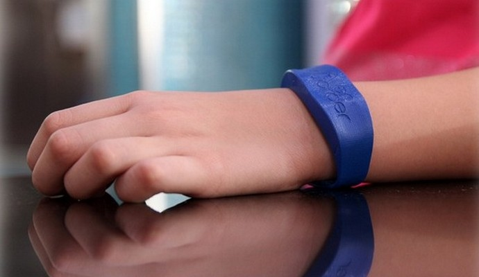 Для детей аллергиков создали «умный» браслет