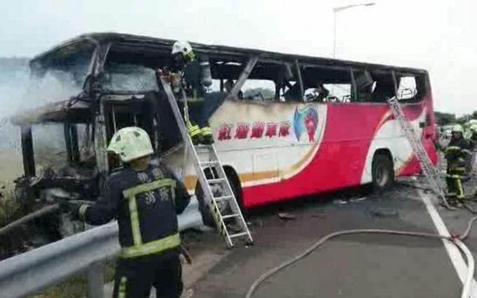 У Тайвані згорів автобус із туристами, загинули всі: з'явилися фото і відео
