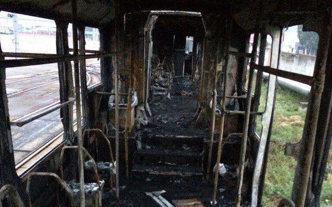 У Києві спалахнули трамваї в депо: опубліковані фото