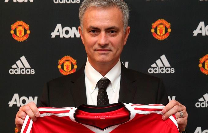 """""""Манчестер Юнайтед"""" представив Моурінью: опубліковано фото"""