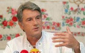 Ющенко спіймали на ринку за торгівлею вишиванками: опубліковано фото