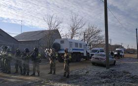 ФСБшники ворвались в дома крымских активистов - первые фото и видео