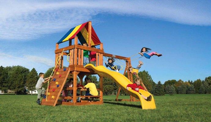Окрашенные детские площадки вредят детям