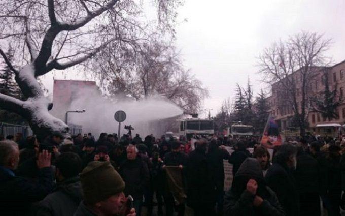 Встолице Турции милиция разогнала антипрезидентский митинг