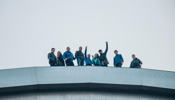 В Киеве руферы устроили экстремальный подъем на Арку Дружбы народов: зрелищные фото и видео (3)