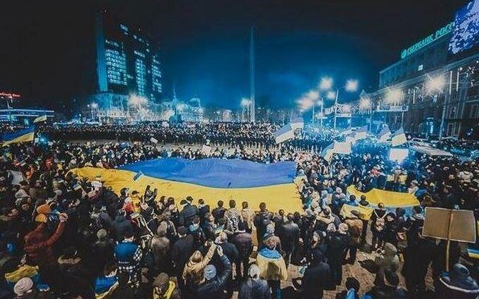 В соцсетях вспомнили большой проукраинский митинг в Донецке в 2014-м: опубликованы фото