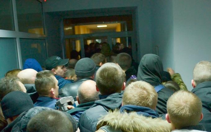 Под Киевом депутаты устроили побоище со слезоточивым газом: опубликовано фото и видео