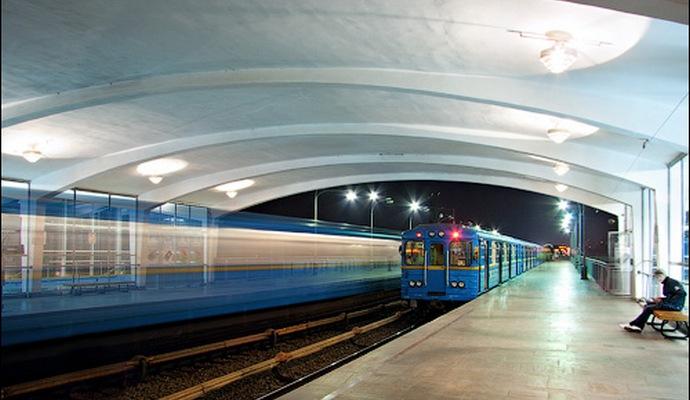 У Київському метрополітені пасажирів закликають до пильності