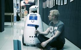 Белорусский робот повеселил рассуждениями о любви и долларе: появилось видео