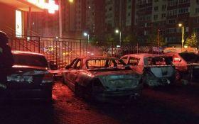 В Одессе подожгли десятки авто: появилось видео