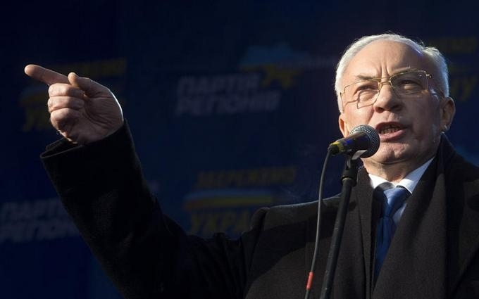 Азаров предложил Яценюку пари: меняемся местами на 2 года